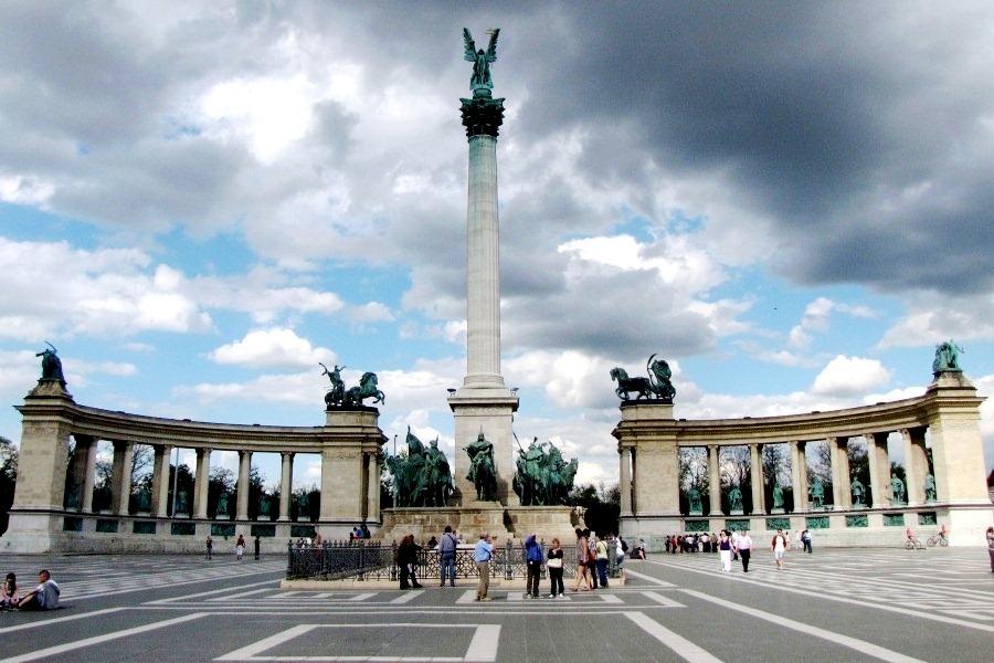 Площадь героев в Будапеште. Здесь представлены все выдающиеся деятели Венгрии за тысячу лет