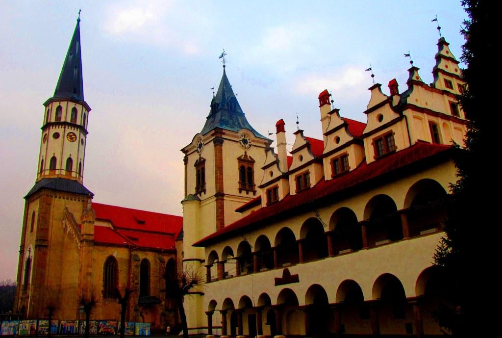 Ратуша и собор Святого Якуба - один из самых красивых архитектурных ансамблей