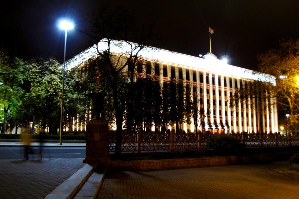 Администрация Президента (1939-1947, арх. А. Воинов, В. Вараксин). Здание выглядит зловеще. И фотографировать его нельзя.