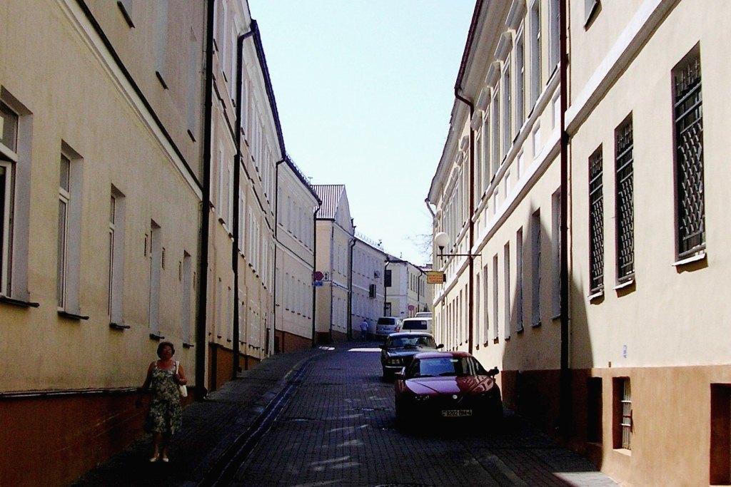 Улица совсем как в Европе. Только пустынная.