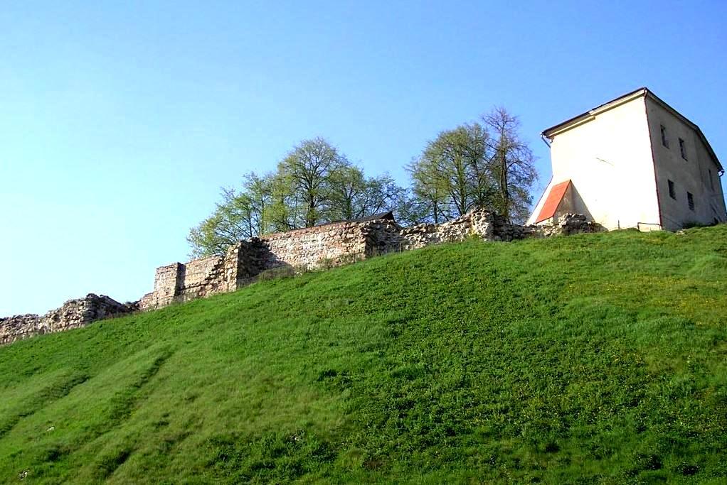 Старый замок. Отсюда пошла земля белорусская.