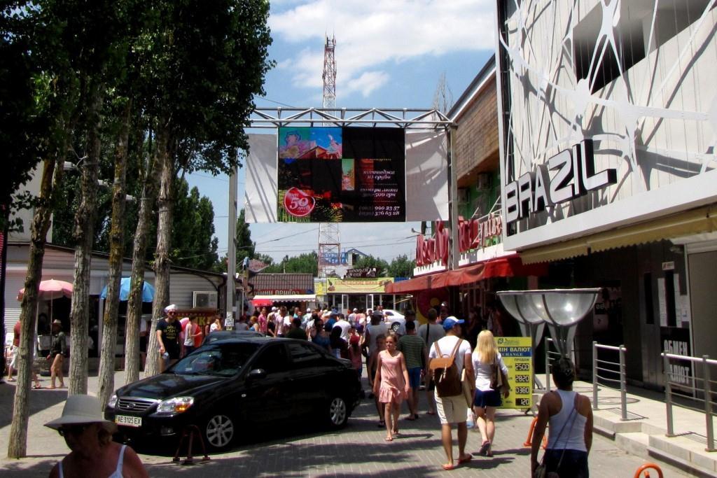 Главное место прогулок в центре  - Курортный проспект